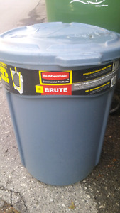 Brute garbage container