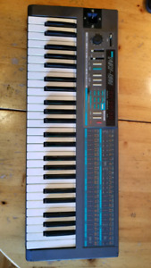 KORG POLY-800 poly SYNTH