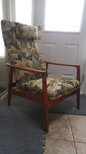 DANISH MODERN Mid Century TEAK LOUNGE CHAIR