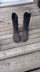 Selling rubber work boots kamik size 11