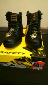 Steel cap boots, size 3 New in box