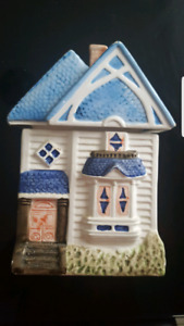 SELLING CERAMIC HOUSE DECOR