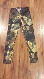 Stretchy camo leggings