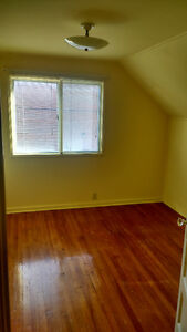 1 bedroom & living space, shared washroom & kitchen Peterborough Peterborough Area image 4