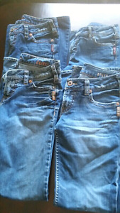 4 pairs of women's  Silver Jeans