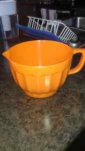 Large Spouted Mixing Bowl Peterborough Peterborough Area image 1