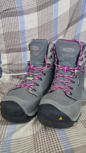 KEEN WOMEN'S SAFETY BOOTS