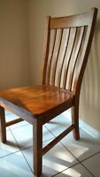 Solid Wood Kitchen table w/ 6 chair