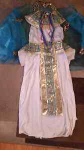 Girls cleopatra costume.