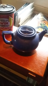 Tea pot blue (barn find)American Airlines