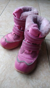 Pink snow boots from JOE FRESH Size 12