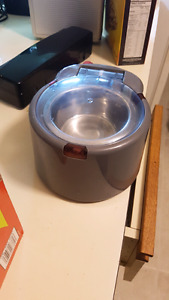 Automatic cat food bowl