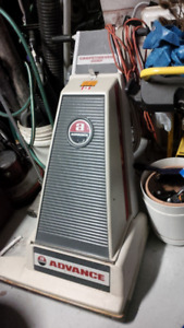 Commercial vacuum cleaner, upright, 28""