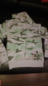 hooded bench sweater size small Cambridge Kitchener Area image 1
