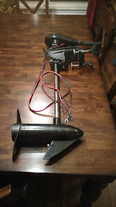Duramaxx 32 lb Trolling Motor - with Manual and Extra Propeller