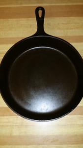 McClary no.9 Cast Iron Skillet  Made in Canada