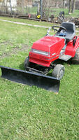 TRACTOR LAWN MOVER / WITH SNOW PLOW
