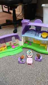 Fisher Price Little People House with Family Kitchener / Waterloo Kitchener Area image 2