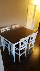 Pub style table with 4 chairs in like new condition