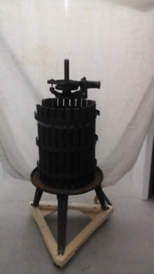 Cast Iron Antique Wine Maker with Crusher