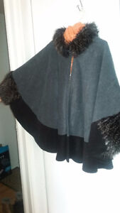 Poncho fourure col et manches