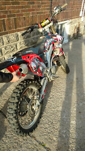 04 Honda CRF250R Brand new Top end & More