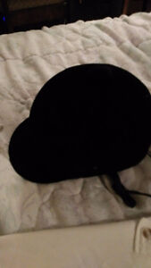 Casque equitation noire en velours / Black velvet riding helmet