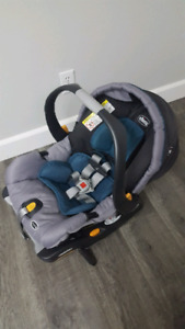 Chicco Keyfit30 Infant carseat and base