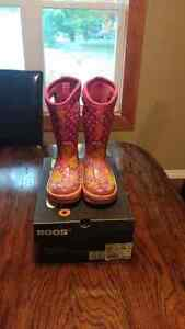 Girls size 11 Boggs