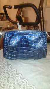 GUESS PURSE - LOW PRICE, BRAND NEW-LIKE, NO TAX Windsor Region Ontario image 3