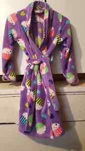 Children's Place  fluffy Robe sz 7/8