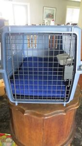 STYLETTE PET CARRIER WITH BED AND FEEDING TRAY