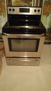 FRIGIDAIRE STAINLESS STEEL GLASS TOP STOVE