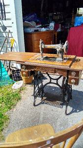 YARD SALE      Antiques and collectibles