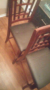 2 matching bar chairs