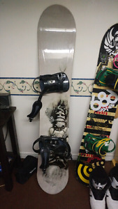 Morrow snowboard with size 11 larmar boots
