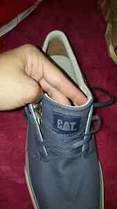 Neuf souliers CAT taille 11.5 et 12 cost 190$