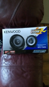 "Kenwood kfc-1365S 2 Way car stereo speakers 5 1/4"" brand new"