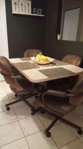 Mid-century modern diner set (table and 4 chairs)