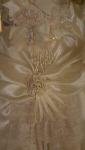 Porcelain Bru Jne Bride Doll LE 150 By Marie Osmond London Ontario image 4