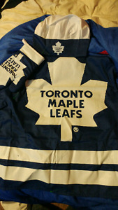 Toronto maple leafs chef hat. Oven mitt. Apron
