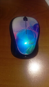 Logitech M317 Mouse Wireless Optical Mouse