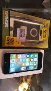 Iphone 5s with new otterbox  $225 with Bell or virgin