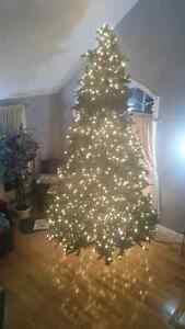 Christmas tree 12ft pre-lit Windsor Region Ontario image 1