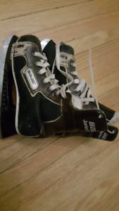 Bauer Junior Supreme Skate Size 12