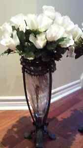 two beautiful decorative vase with a flower West Island Greater Montréal image 7