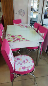 Contemporary Table and chairs  Contact me @ 437 214 1837