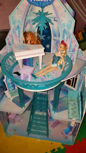 Elsa and Anna and Frozen castle play doll house