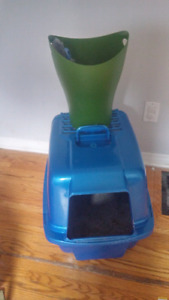 Litter box, scoop + trash can