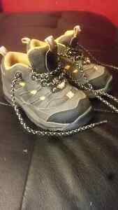Toddler size 6 hiking boots OBO Stratford Kitchener Area image 1
